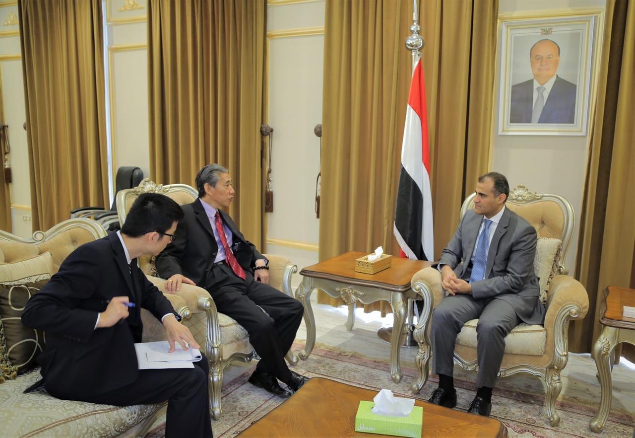وزير الخارجية يسلم رسالة تضامن من رئيس الجمهورية لنظيره الصيني ويبحث ترتيبات إجلاء اليمنيين من «ووهان»