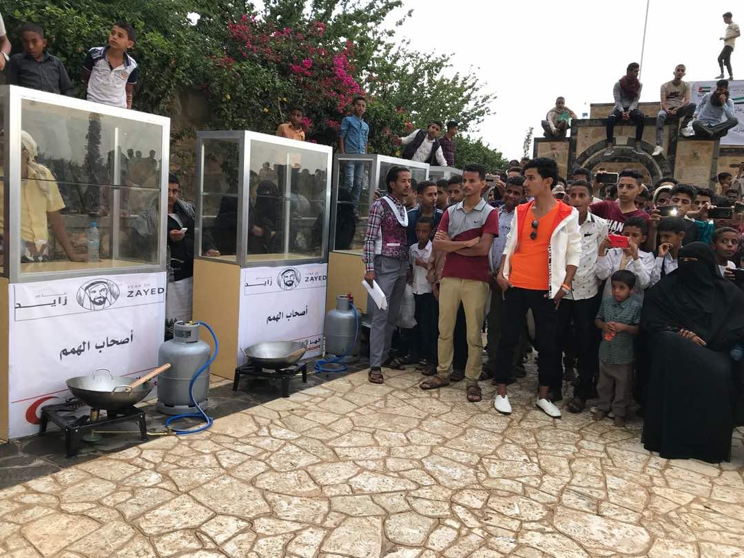 ذراع الإمارات للأعمال الإنسانية يقضي إجازة العيد في إنجاز المشاريع ومد يد العون وتقديم المساعدات في اليمن